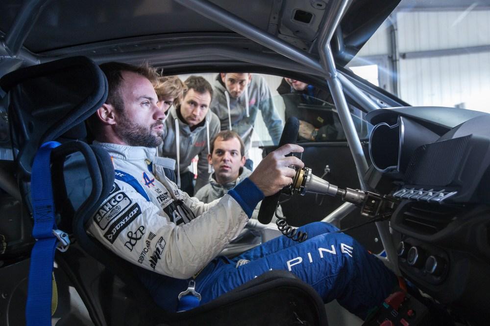 Ekipa rajdowa w Renault Alpine