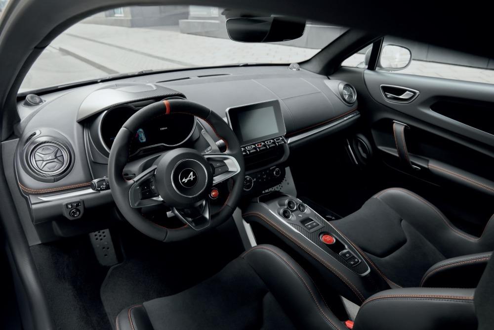 Wnętrze Alpine A110S - kierownica, deskra rozdzielcza i przednie siedzenia